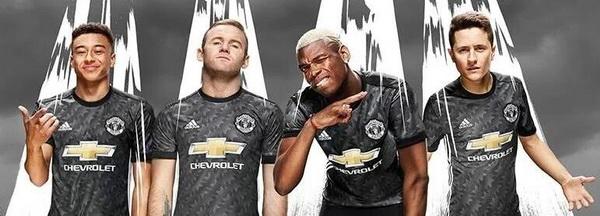 maillot_Manchester_United_2017_2018_(5).jpg