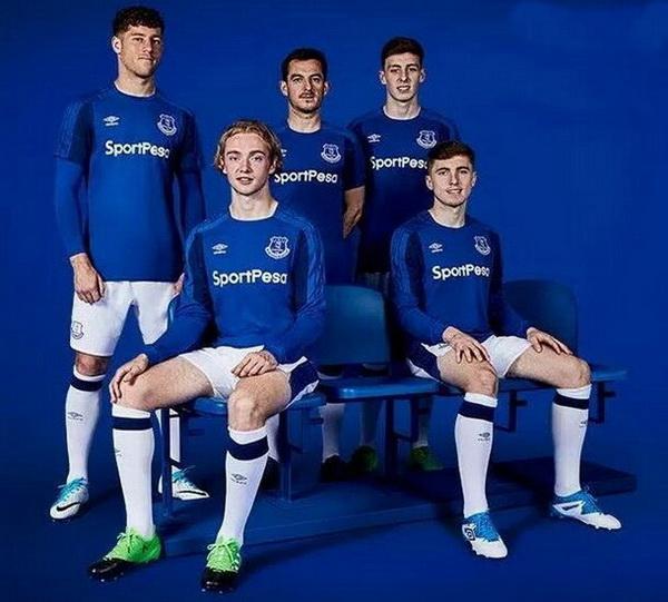 Acheter_maillot_Everton_2018_(22).jpg