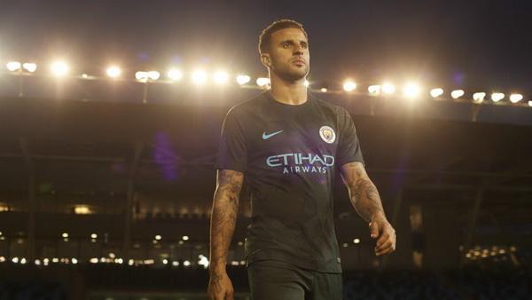 Maillot_Manchester_City_Troisieme_2018_(2)