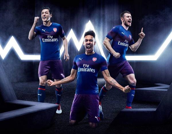 Camisetas_de_Arsenal_2018-2019_(29)